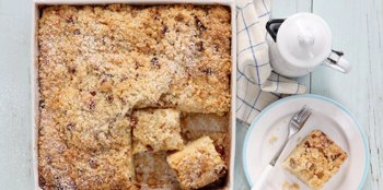עוגת יוגורט בחושה עם שטרויזל פקאן וקינמון